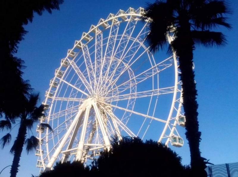 La noria del puerto de Málaga estará ahí un año más, por lo menos 1