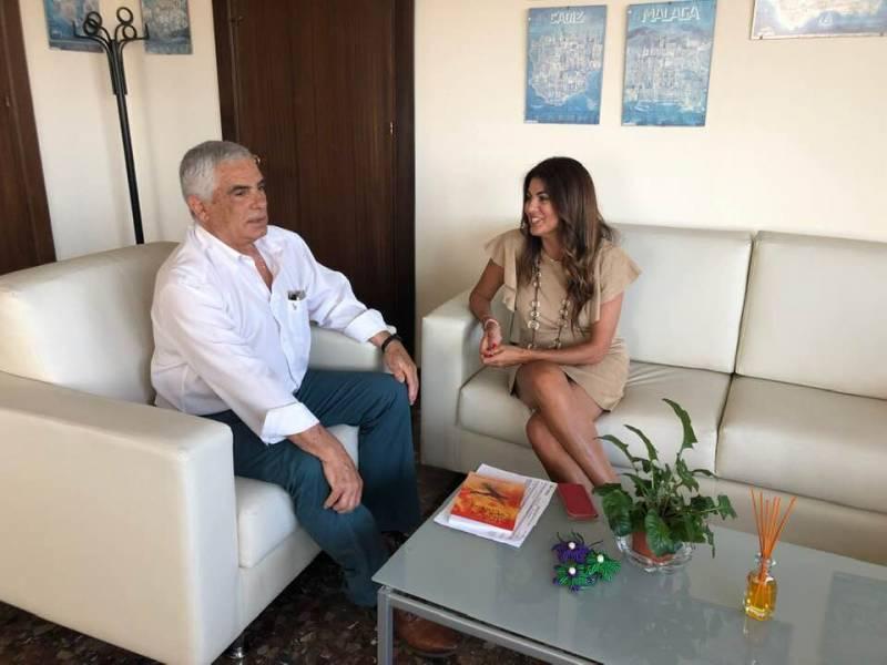 Nuria Rodríguez Cubero y Miguel Briones recibieron a Francisco Torres, impulsor del Servicio de Atención al Turista Extranjero 24
