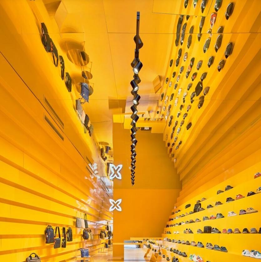 tienda munich en malaga: Studio animal comparte su llamativo diseño amarillo 6