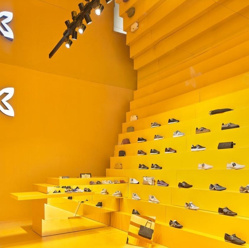 tienda munich en malaga: Studio animal comparte su llamativo diseño amarillo 4